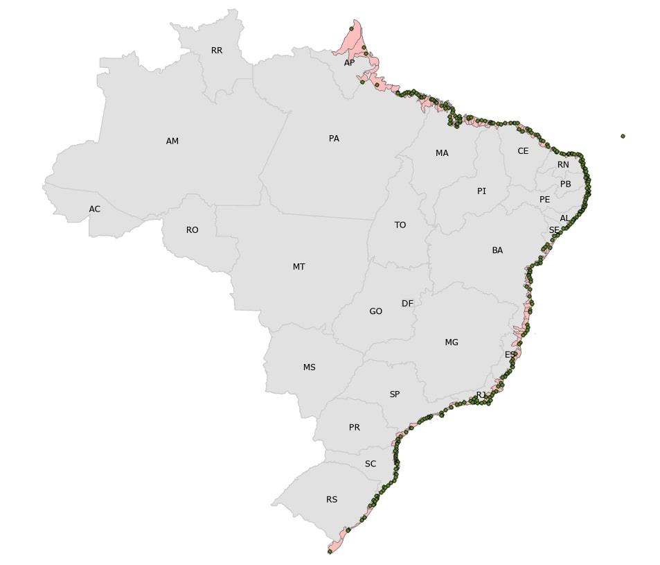 Mapa do Brasil com destaque para os municípios defrontantes com o mar